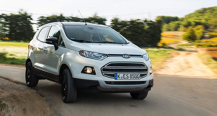 En este enfoque casi frontal, es donde el EcoSport reivindica su aspiración a ser considerado como un pequeño SUV, entre urbano y utilitario multiusos.