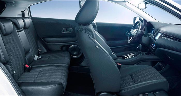La habitabilidad del HR-V parece razonable para un coche que raspa los 4,3 metros de longitud, y la banqueta posterior está claramente diseñada para tres ocupantes.