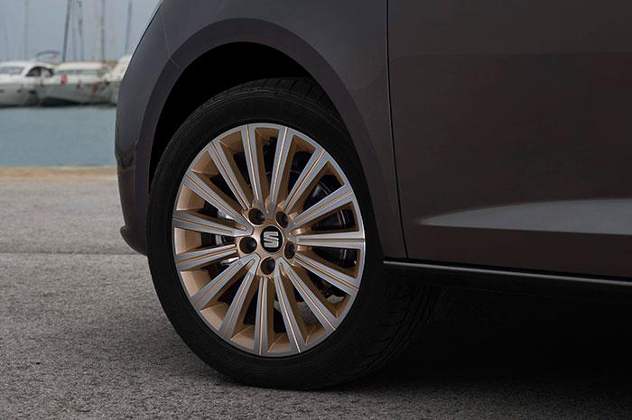Una de las múltiples combinaciones de diseño de llanta y medida de neumático que se ofrecen en el Ibiza. En este caso, coincide en todo, incluso en marca y modelo de neumático, con el equipamiento del 1.0-TSI Ecomotive de nuestra prueba.
