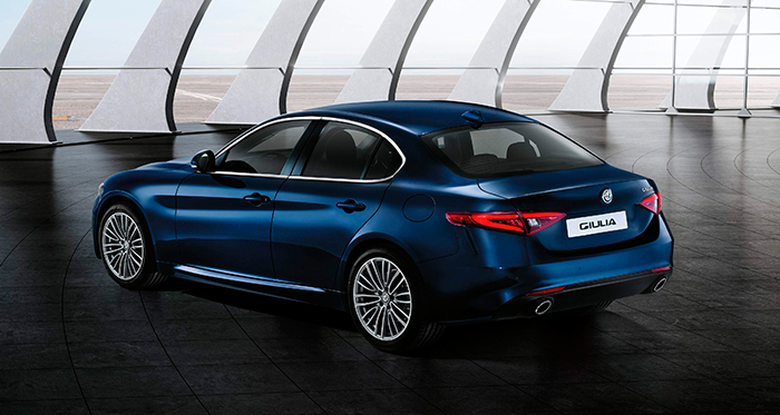 Puestos a buscar semejanzas, el diseño del Giulia está bastante en línea con el de BMW en sus Series 3 y 5; lógico por otra parte, ya que todos ellos comparten el ya poco utilizado esquema de propulsión trasera.