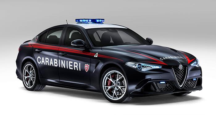 Como es lógico, los Carabinieri no se iban a quedar al margen ante la aparición del Giulia; y aquí está su versión adaptada del Quadrifoglio, propulsada por el 2.9 V6 biturbo de 510 CV y cambio manual.