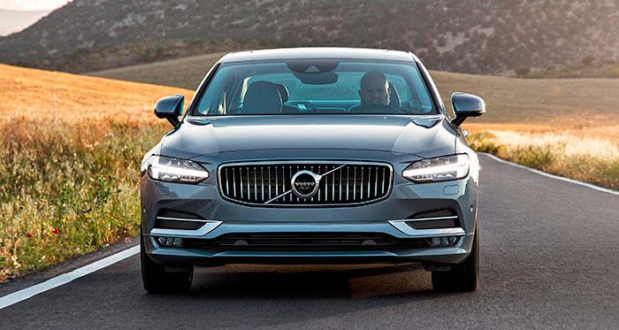 """Otra característica de los Volvo más modernos es que se ha recurrido a la mitología escandinava para el diseño de los luces diurnas, cuyo forma de T mayúscula se reclama heredera del """"martillo de Thor""""."""