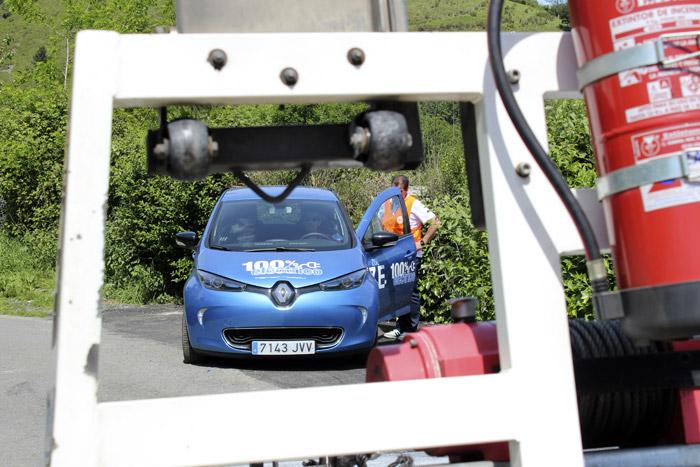 47-Bilbao Rallye- Coche azul para la ayuda