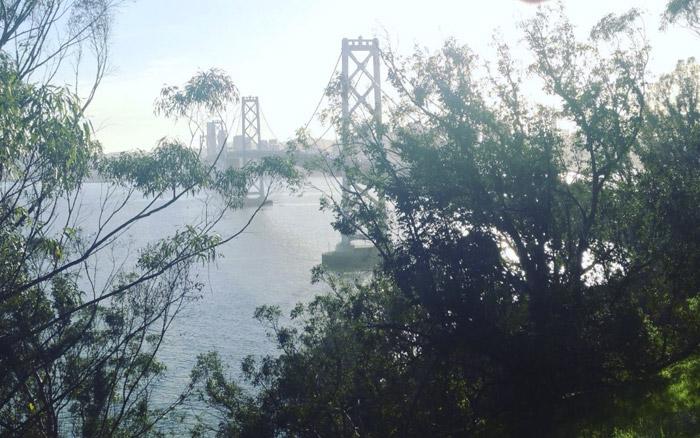 Bay Bridge al atardecer. San Francisco.