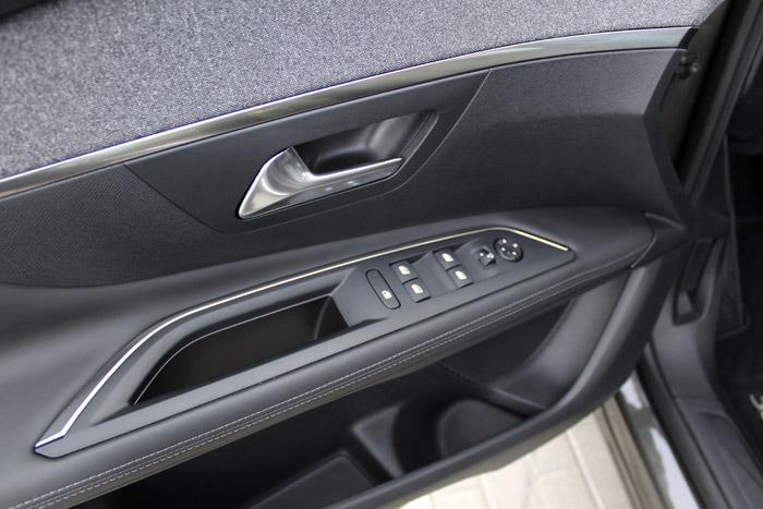 01-Peugeot 3008