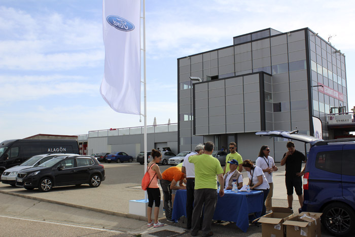 02-Ford Fans Only-Area De Registro