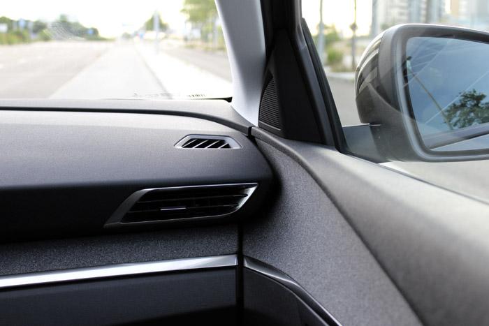 09-Peugeot 3008-Salida de aire izquierda