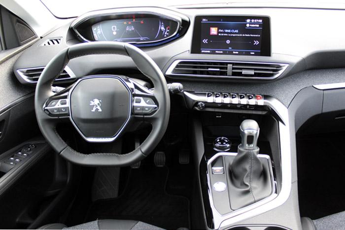 A los propietarios de un Peugeot con volante pequeño