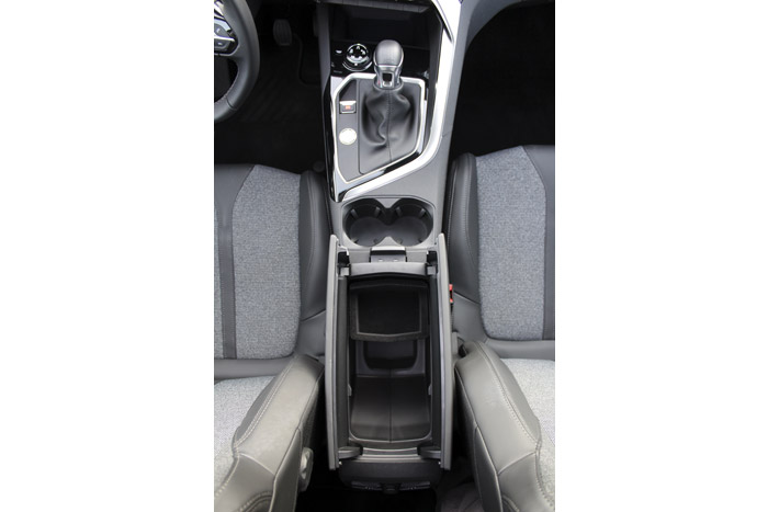 12-Peugeot 3008