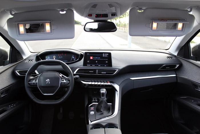 Peugeot 3008. Puertas, encajes y detalles.