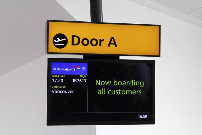 01-Airbus 380-Boarding Gate