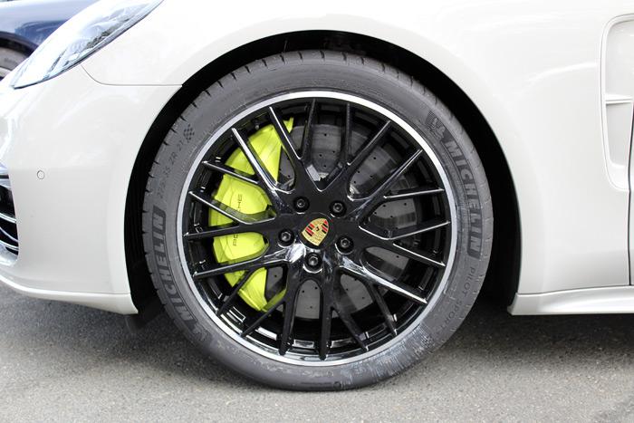 Porsche Panamera Sport Turismo. Llantas, colores y tapicerías.