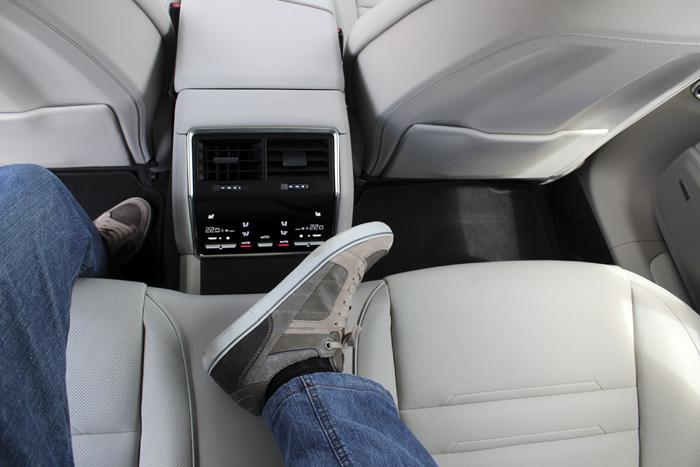 Porsche Panamera Sport Turismo Acceso al asiento central posterior
