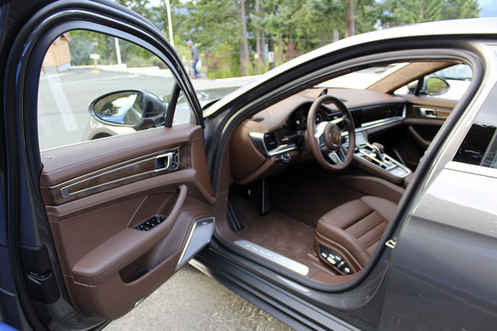 Porsche Panamera Turbo Sport Turismo tapicería marrón trufa