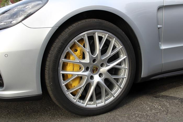 Porsche Panamera Turbo Sport Turismo frenos cerámicos