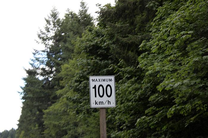 En Canadá la velocidad se mide en kilómetros por hora
