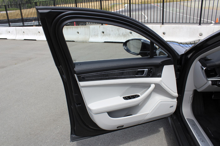 12-Porsche Panamera Sport Turismo