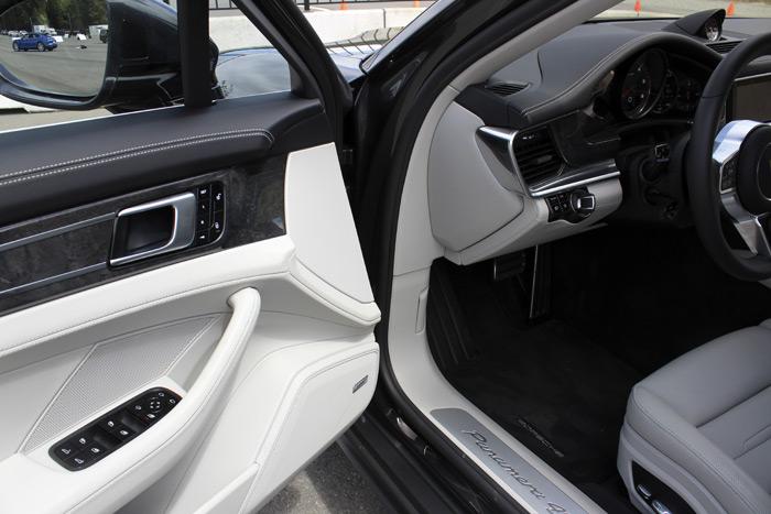 13-Porsche Panamera Sport Turismo