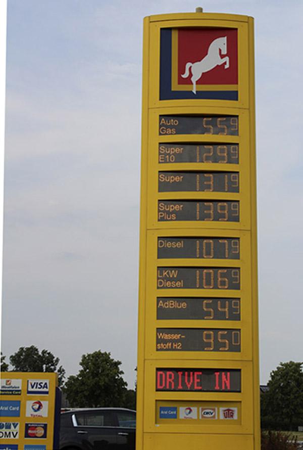 16-Mirai-Gas Station