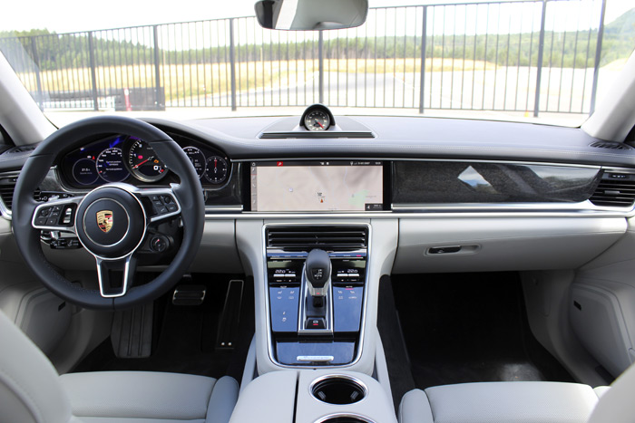 16-Porsche Panamera Sport Turismo