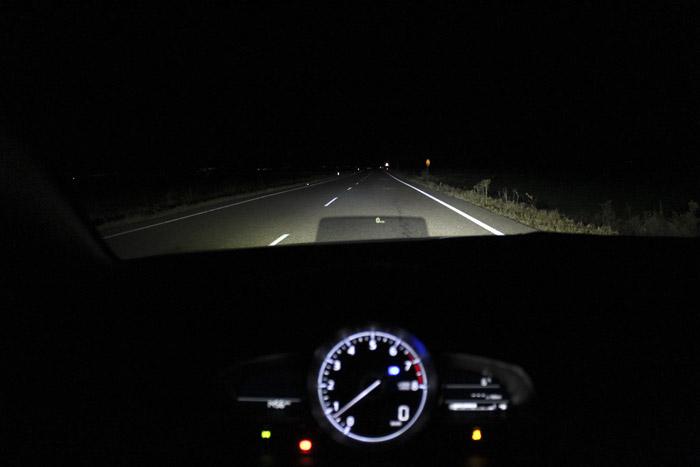 Nocturnos. El Mazda 3 5p 2.0 120 CV Zenith (2017) por curvas.
