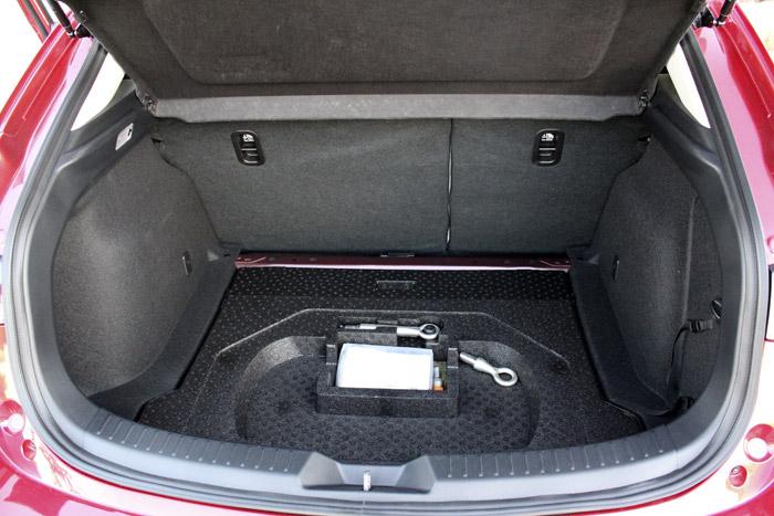 02-Diurnos Mazda 3