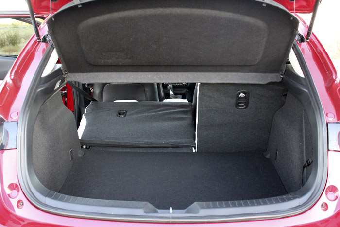 06-Diurnos Mazda 3
