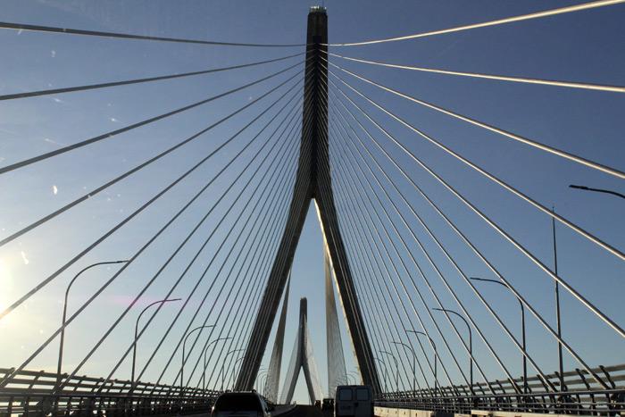 La belleza inmarcesible del puente atirantado de Cádiz