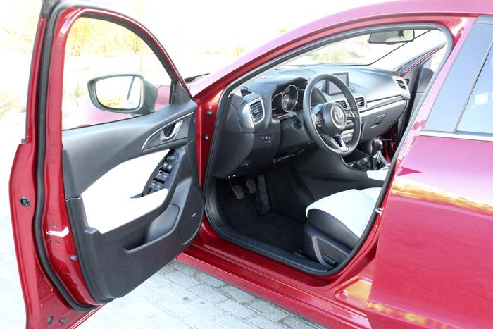 22-Diurnos Mazda 3
