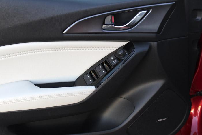 26-Diurnos Mazda 3