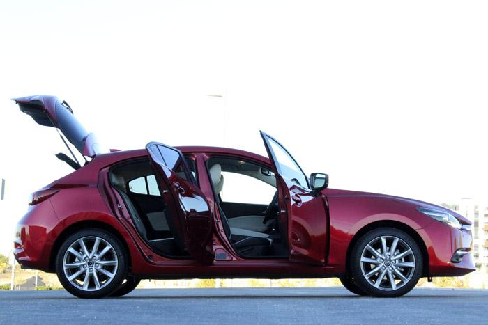 Diurnos. Mazda3 5p Zenith. Manual.