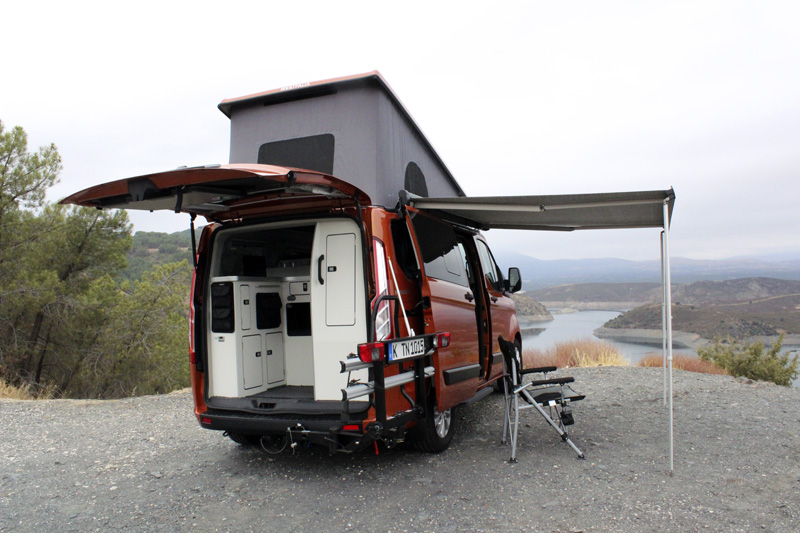 Ford Transit Nugget. Despacho con terraza y vistas al mar