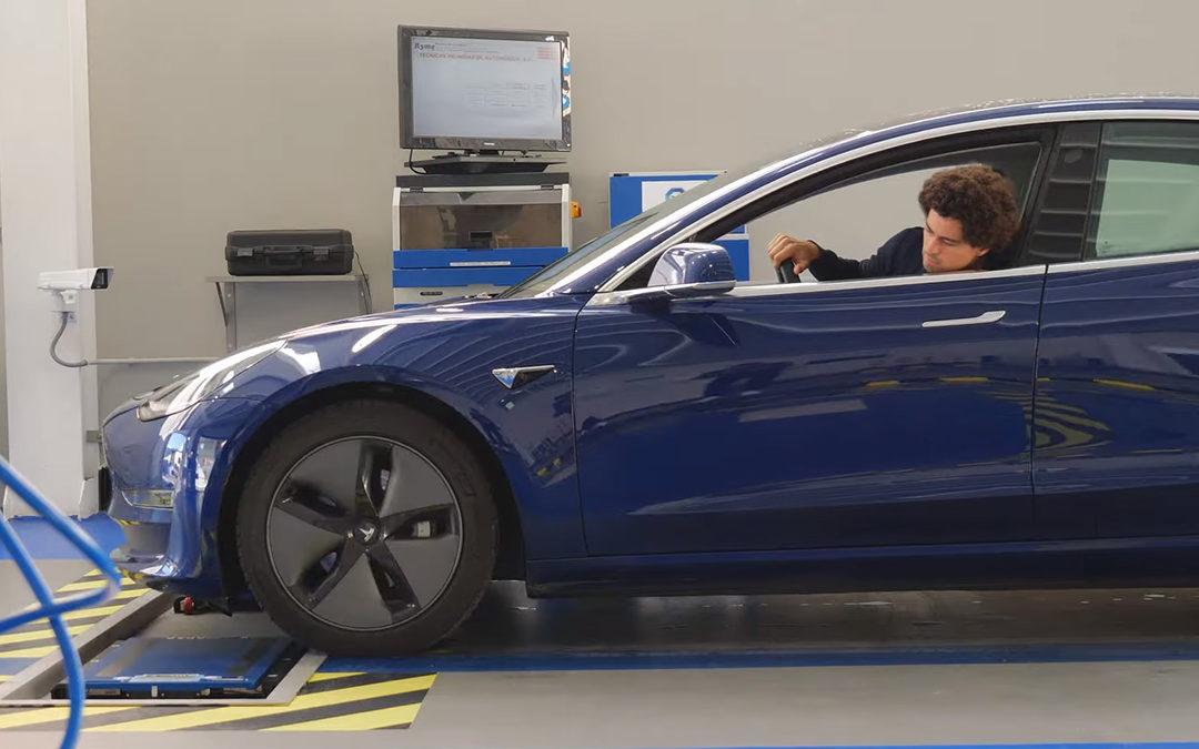 Subimos el Tesla Model 3 a una báscula: peso y distribución