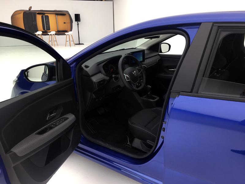 Dacia Sandero. Salpicadero, asientos delanteros y puertas