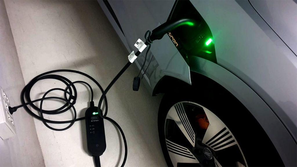 Recarga Audi e-tron Schuko