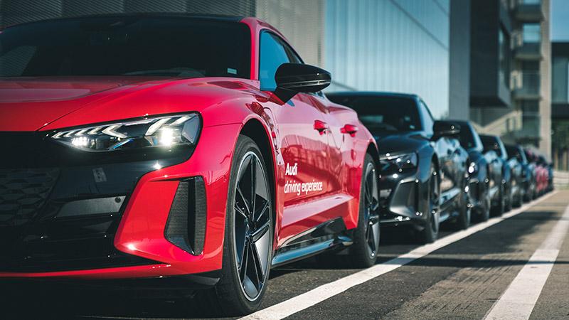 Varios Audi RS e-tron GT en boxes
