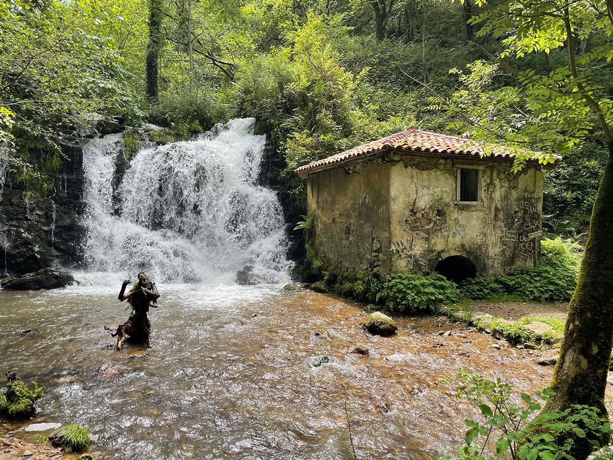 Molin La Peña. Cascada. Río Profundo