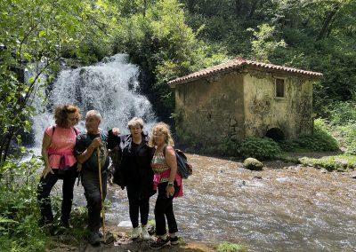 Molin La Peña. Excursionistas. Asturias.