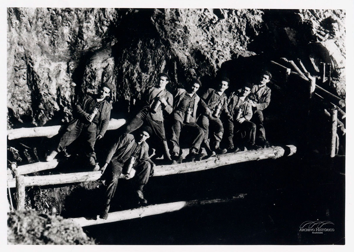 Mineros en Los Navalones Urbies 1957