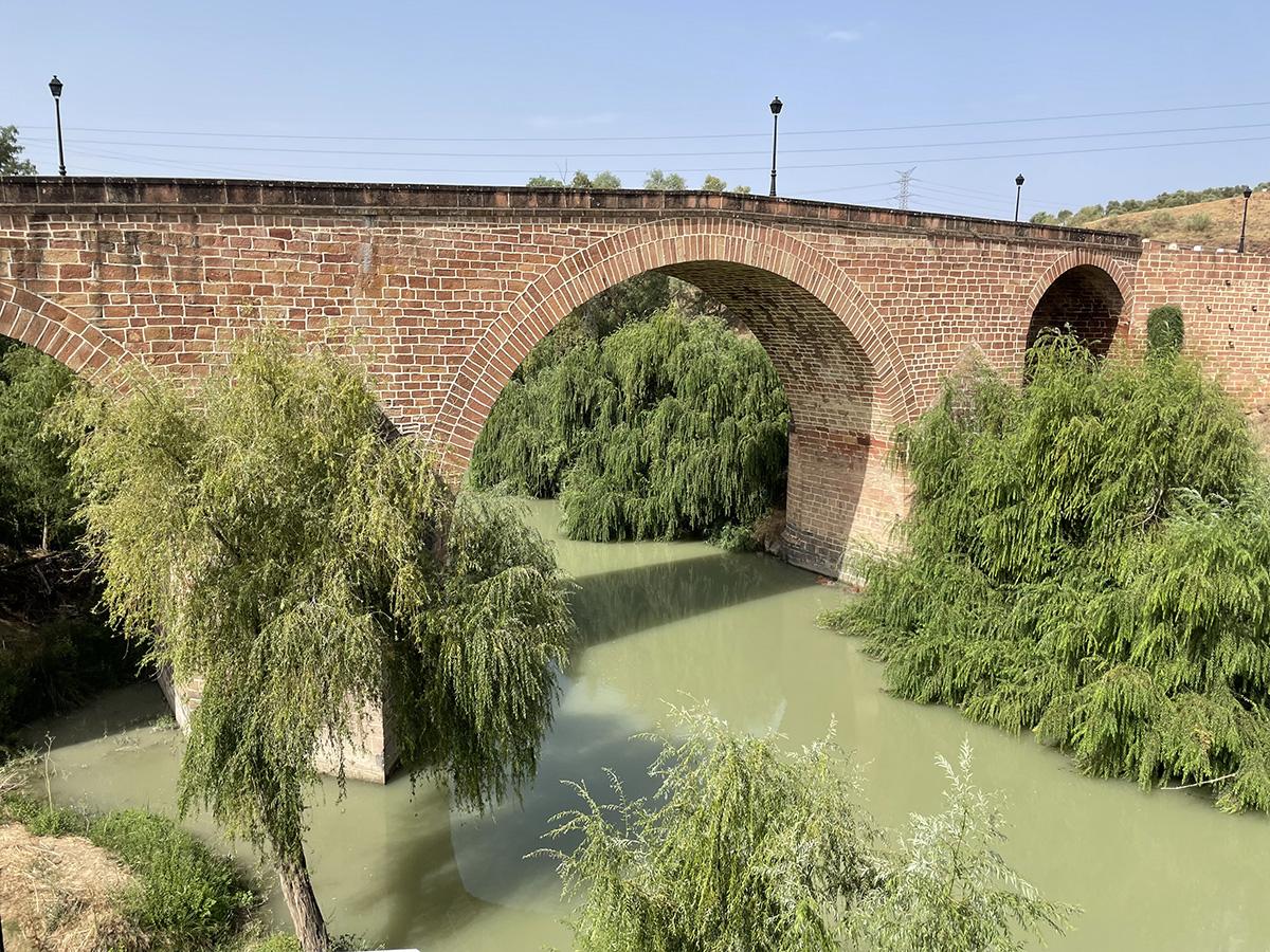 Marmolejo. Puente de San Bartolomé desde el Balneario.
