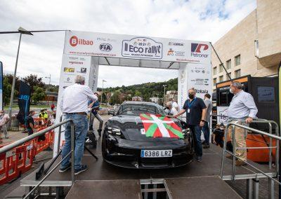 II Eco rallye Bilbao - Petronor. Porsche Taycan Turbo S. Podio de salida