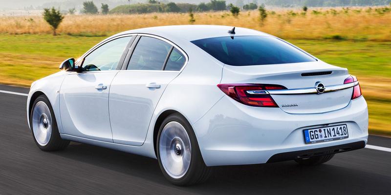 Opel Insignia 2014. Cuatro puertas.