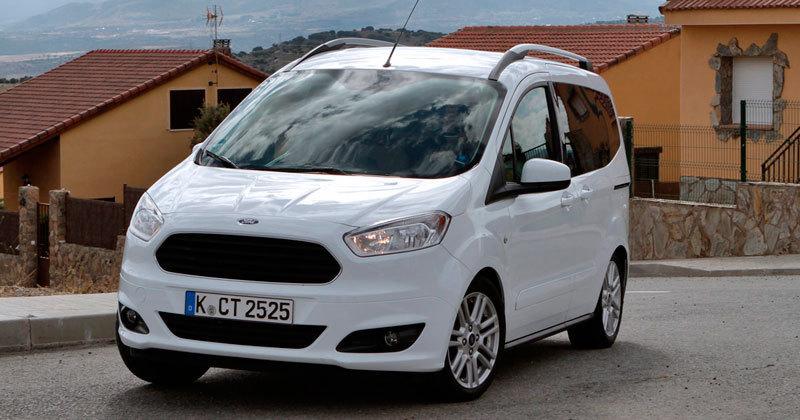 ford-tourneo-courier-curva.313215.jpg