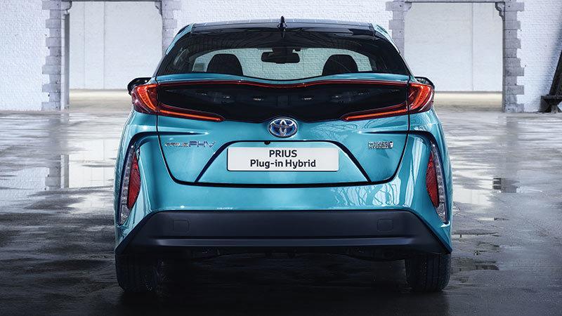 Toyota Prius Plug-In Hybrid 2017. Imágenes exteriores.