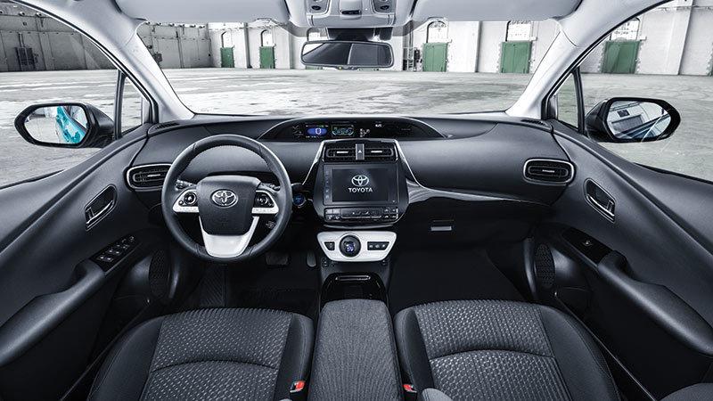 Toyota Prius Plug-In Hybrid 2017. Imágenes interiores.