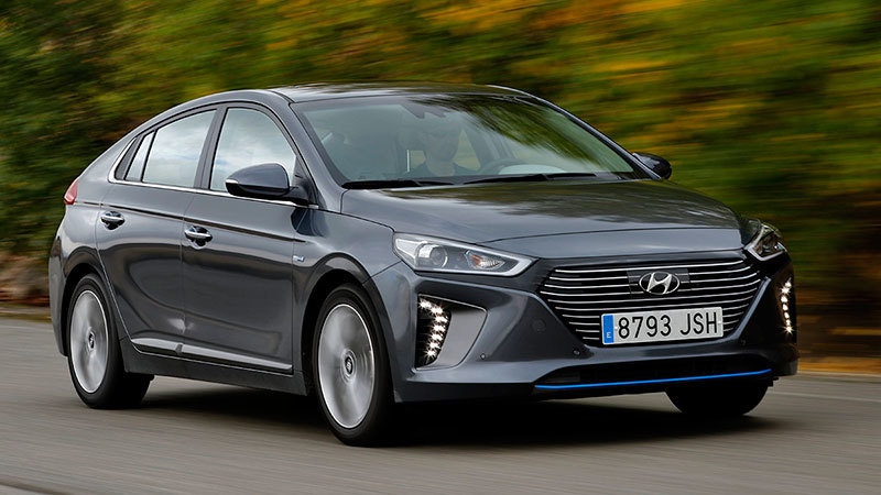 hyundai-ionic-hybrid-2016-frontal-lateral-movimiento-carretera
