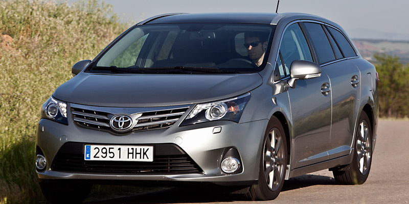 toyota-avensis-frontal-lateral