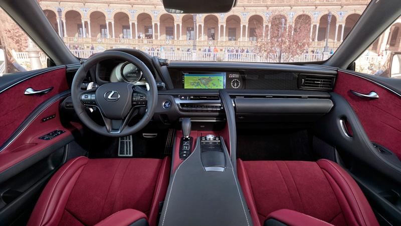 Lexus LC 2017. Imágenes interiores.