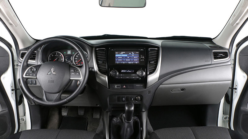 Mitsubishi L200 2015. Imágenes del interior