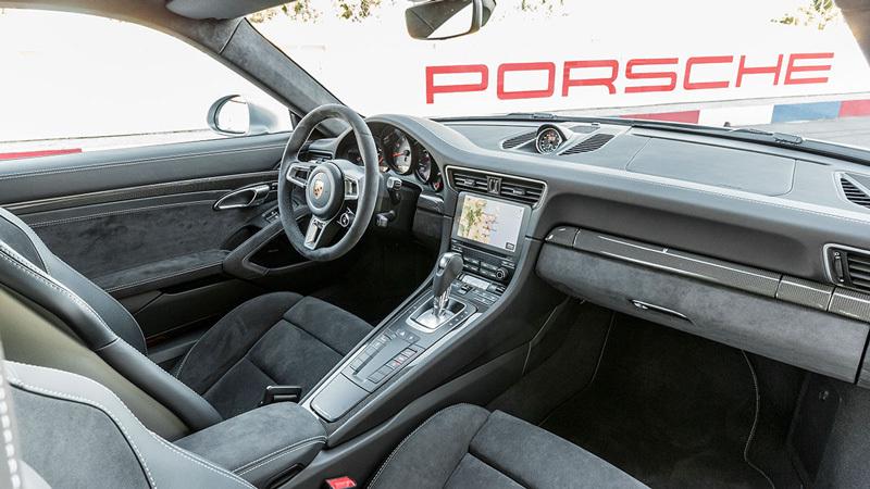 Porsche 911 GTS 2017. Imágenes interiores.